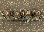 zlatá stolová vianočná dekorácia