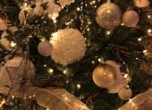 bielo strieborné vianočné gule