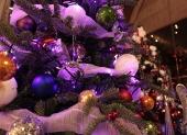 fialové vianočné gule