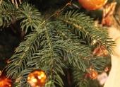 detail umelého vianočného stromčeka