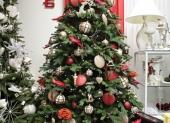 Bielo cerveny vianočný stromcek