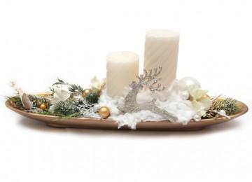 biela vianočná dekorácia na stôl