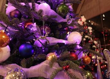 fialová vianočná výzdoba