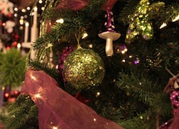 zelená vianočná guľa